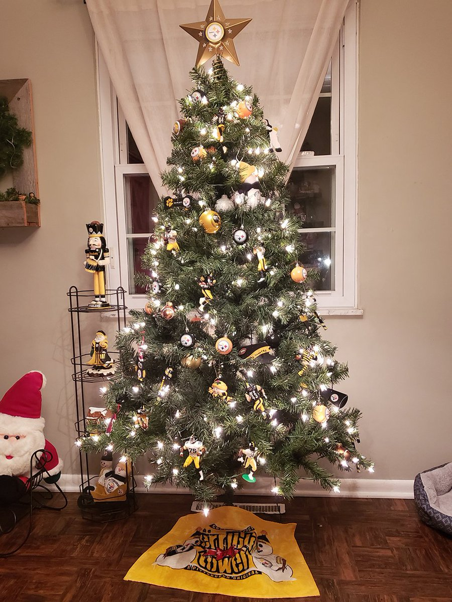 Do your holiday decorations have a #Steelers theme? Share them with us in the &#39;Traditions&#39; section at  http:// SteelersNationUnite.com  &nbsp;  !  ≫  http:// stele.rs/nRRFbn  &nbsp;  <br>http://pic.twitter.com/cS18V8pbrD