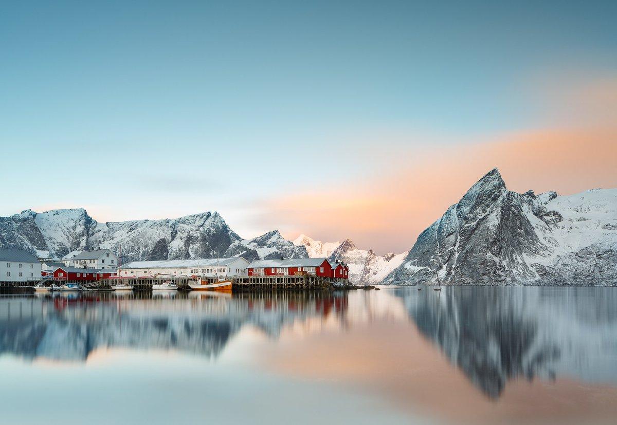 Currently digging on @Behance: Pure Lofoten — prize-winning photography by Rafal Nebelski, of Norways archipelago. Stunning winter wonderland. behance.net/gallery/684867…