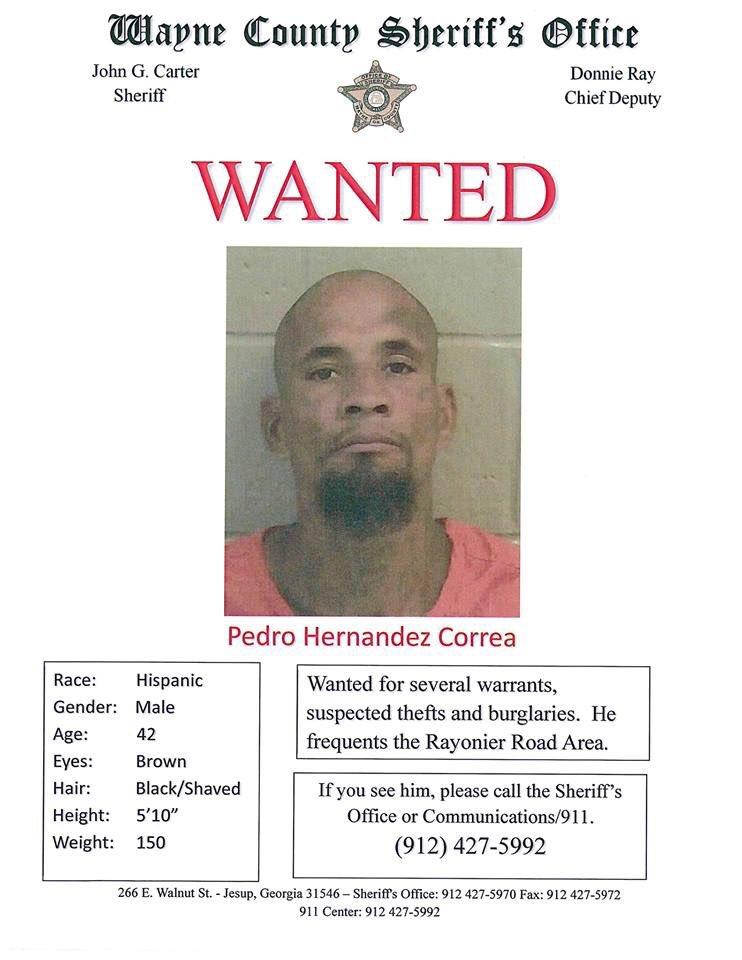 Pedro Hernández Correa está siendo buscado por las autoridades en relación con varios robos. Si usted tiene alguna información, llame al (912) 427 - 5992.