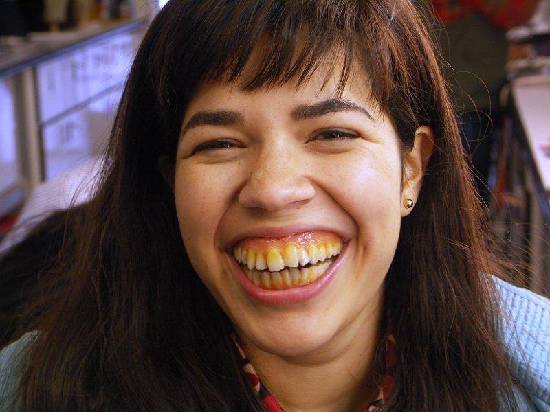 постараюсь девки с кривыми зубами фото складочки под
