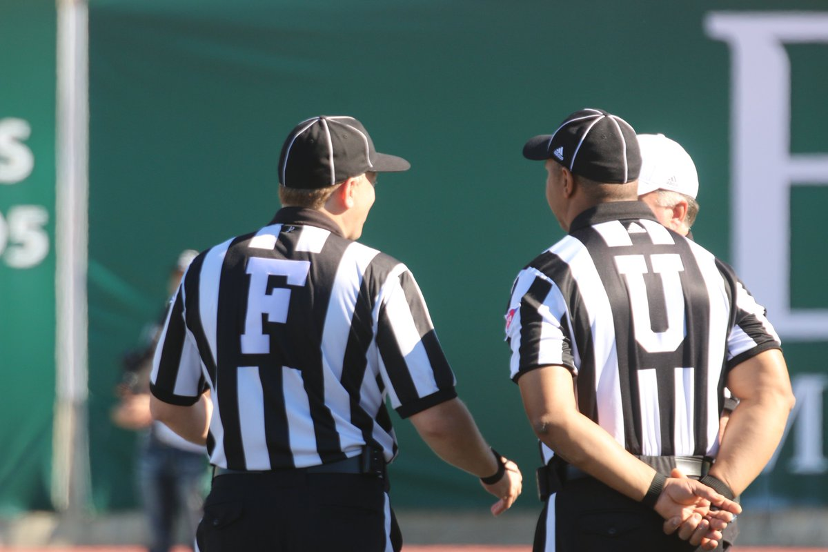 IF these refs are Social Security recipients, they might have this message for Lou Dobbs. <br>http://pic.twitter.com/W1Iomiay0M