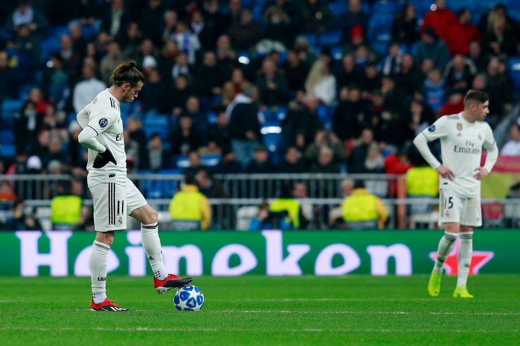 Bale y Fede Valverde, antes de un saque de puerta blanco.