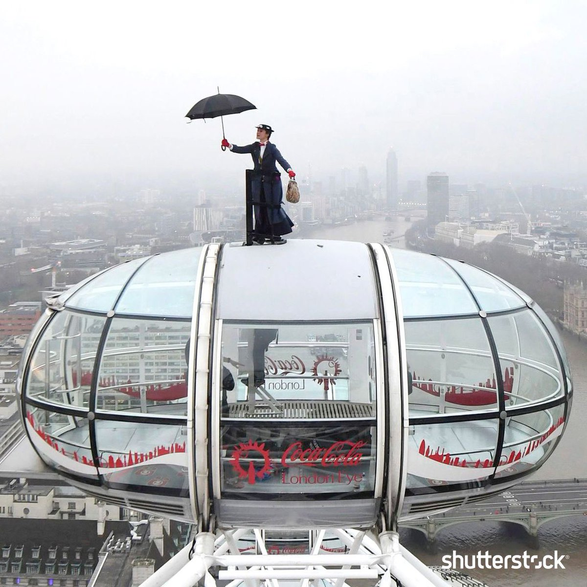 Ahead of the European movie premiere of #MaryPoppinsReturns, a #MaryPoppins stunt double rides atop of the London Eye in central London + more photos of the day shutr.bz/EditorsPicks | 📸 AP/Shutterstock