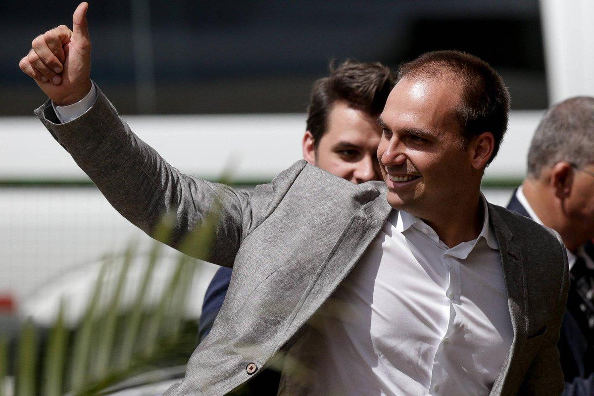 Caso do ex-assessor do irmão | Eduardo Bolsonaro diz ser 'pessoa errada' para responder sobre Coaf https://t.co/JxSoUJvK2E
