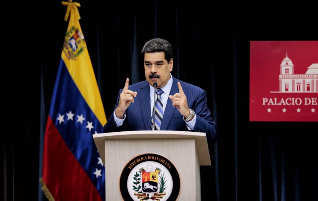 Desde la Casa Blanca, John Bolton prepara una conspiración contra el pueblo de Venezuela, pretende llenar de violencia nuestra Patria con la complicidad del gobierno colombiano. Exigimos a los EUA, que cesen en sus campañas desestabilizadoras. ¡Defenderemos la Paz de la Patria!