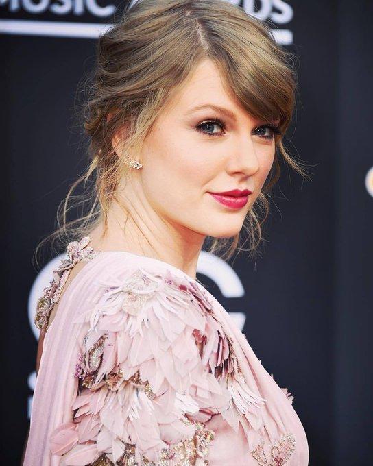 Happy 29th birthday my Queen Taylor Swift