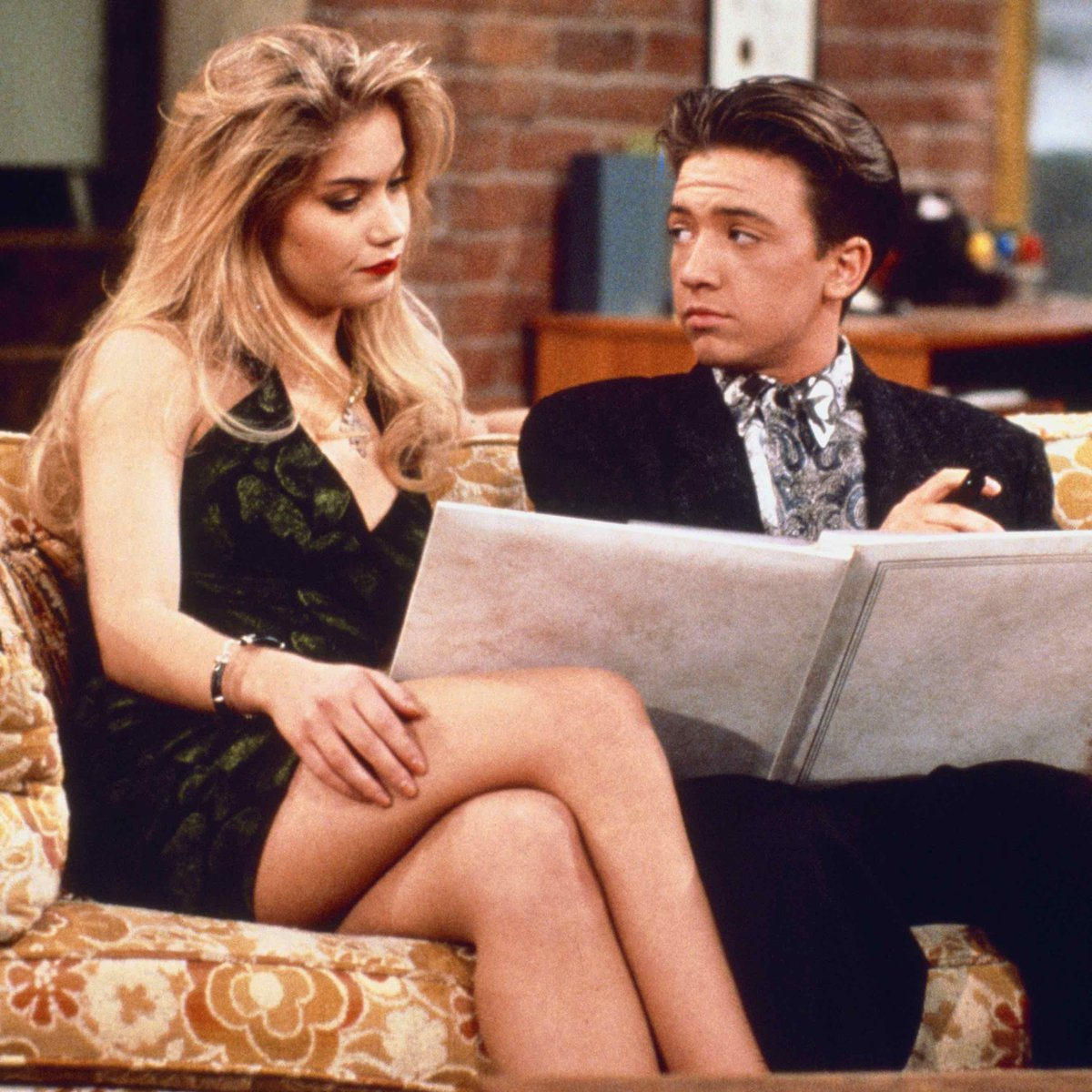 Married With Children Christmas.Gettv On Twitter Bud And Kelly Try To Surprise Their