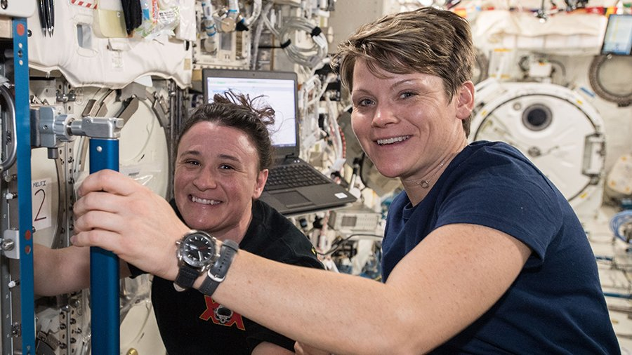 The Exp 57 crew caught some extra sleep today after Tuesday's spacewalk then researched space biology and packed up for next week's crew departure. https://t.co/dei3V7DrGZ