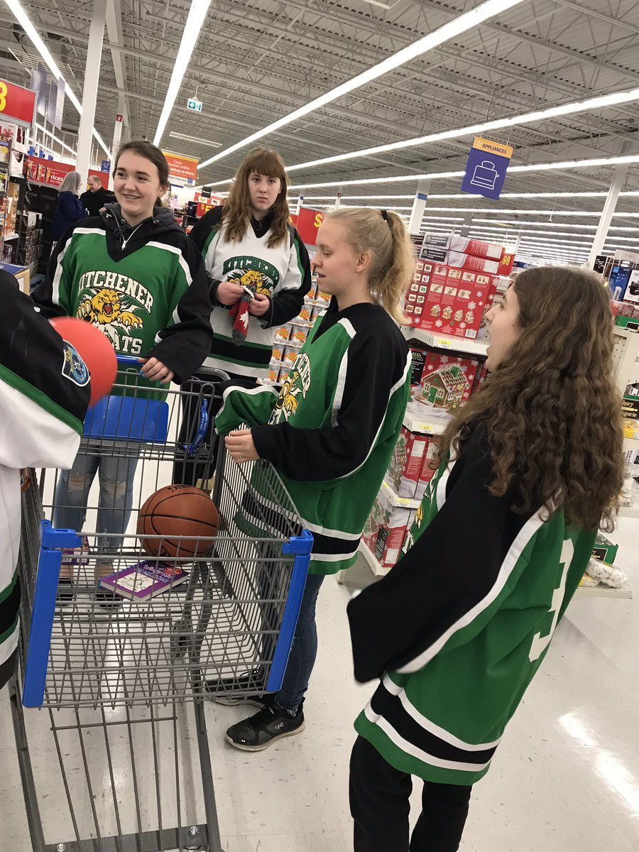 #TM2018...  Kitchener U16 Wildcats donating to Toy Mountain!!   @KRAWildcats @CTVKitchener @CanadianTire https://t.co/fOrVQzwH0S