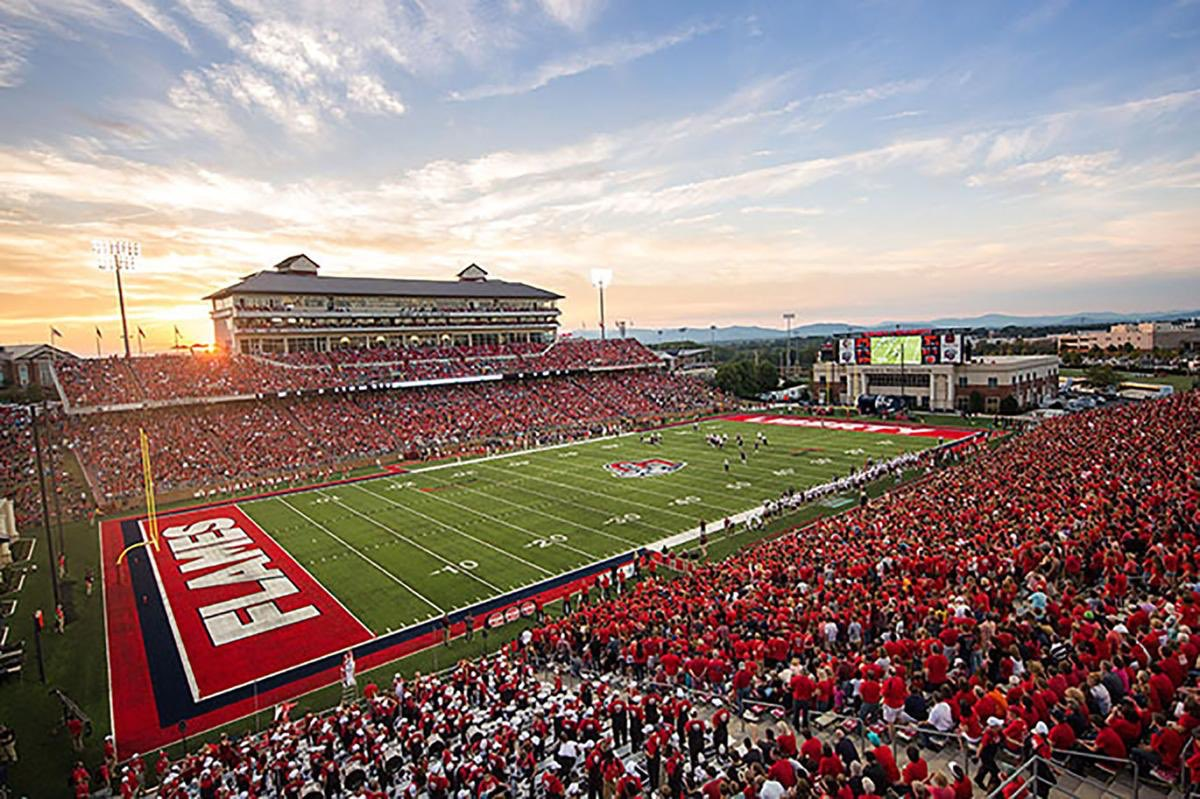 Blessed to say I've received my first D1 FBS offer to Liberty University #ccsf #jucoproduct @LibertyFootball @JuCoFootballACE @GridironRR @CoachHughFreeze <br>http://pic.twitter.com/MemXotX96d