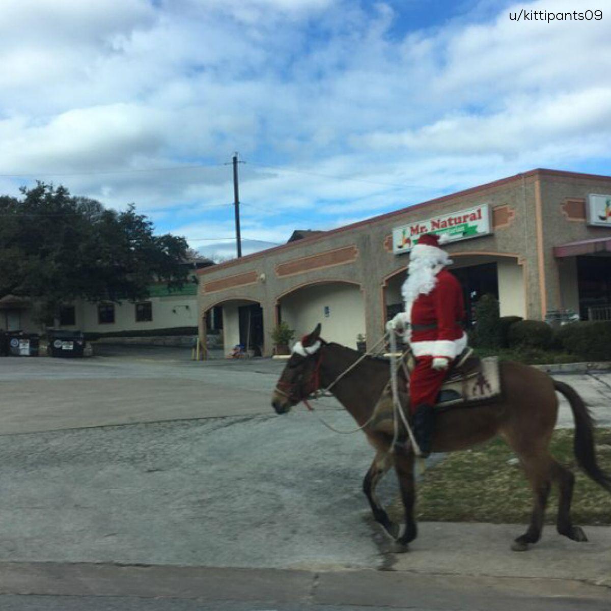 Santa's gettin' an early start in Texas <br>http://pic.twitter.com/cr55DCh5Qm