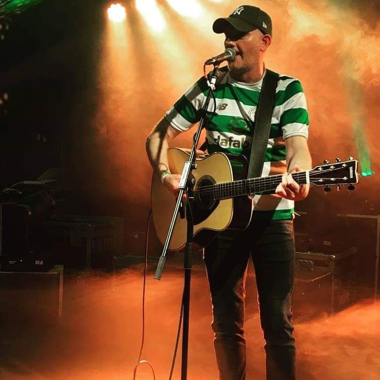 Tony Bhoy Ray kickin things off in Kelly's at 4. Anyone wanting entertained over a few drinks before heading to the game? #rebels #celtic #kellysbar