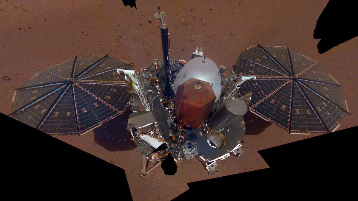 .@NASAInSight takes a selfie! 🤳   #InsightMission #Mars  #InsightSelfie #MarsLanding   https://t.co/QsyrQPwutk