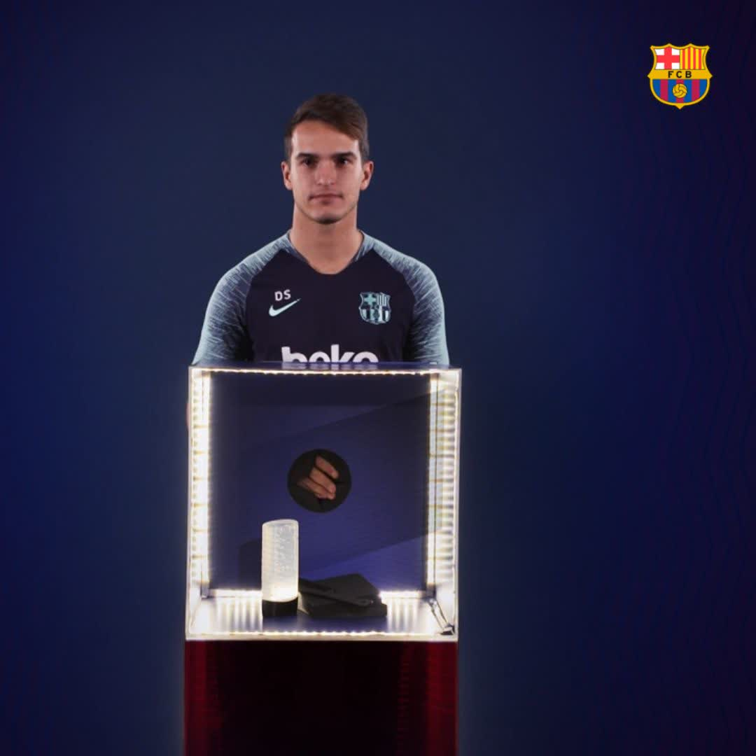 🎁 @DenisSuarez6 faces his Mystery Box 🎉 @mterstegen1 , do you need to borrow some? 😂 🎥 Full video: http://ow.ly/d0hP50jVOtq