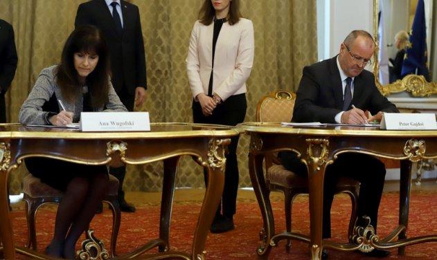 """واشنطن توافق على بيع 14 مقاتلة """"إف-16"""" لصالح سلوفاكيا  DuS5RxmWkAArR8P"""