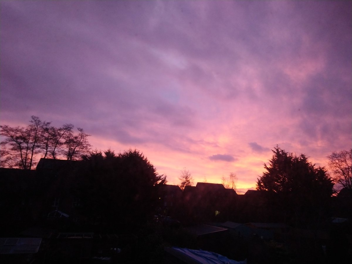 The photo really doesn&#39;t do it credit, the most beautiful sunrise this morning. #somerset @SomersetWT @wildlifesomrset<br>http://pic.twitter.com/NsG6aWEvcl