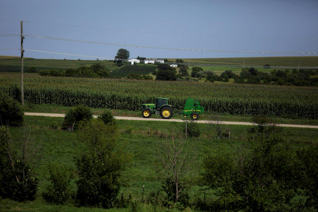 House approves farm bill without tightened food stamps criteria reut.rs/2RYuKkW
