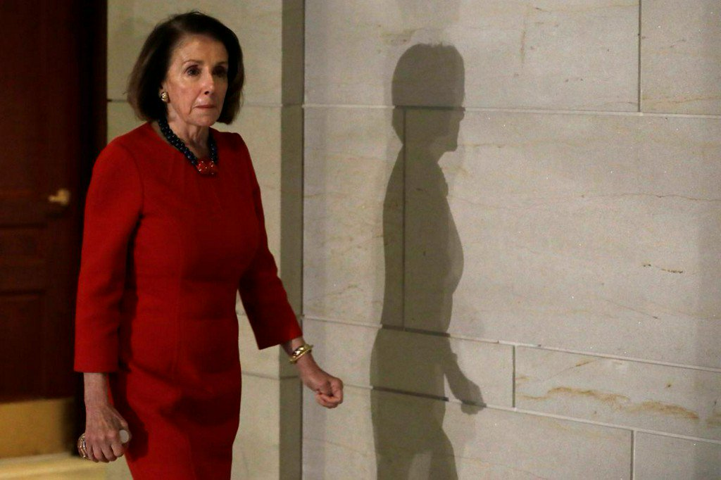 Democrat Pelosi agrees to term limits, smoothing road to be House speaker reut.rs/2RXmBgk