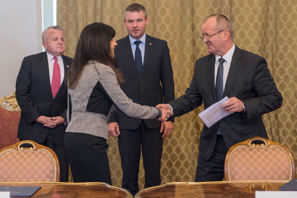 """واشنطن توافق على بيع 14 مقاتلة """"إف-16"""" لصالح سلوفاكيا  DuSwJyfX4AAIBri"""