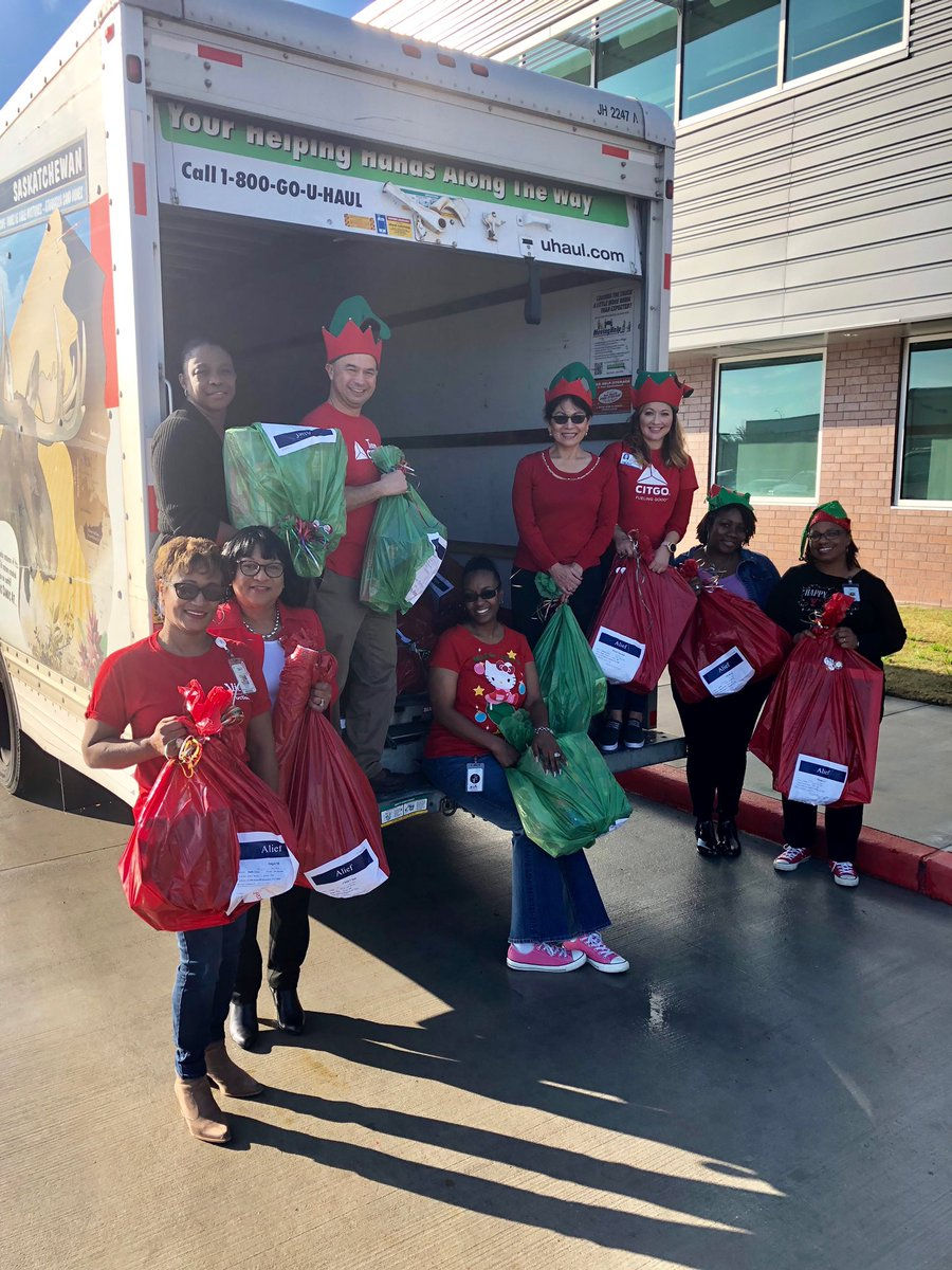 Huge thanks to @CITGO for donating more than 400 Christmas gifts for special needs students in the district #aliefimission<br>http://pic.twitter.com/WDfcpuRi4w