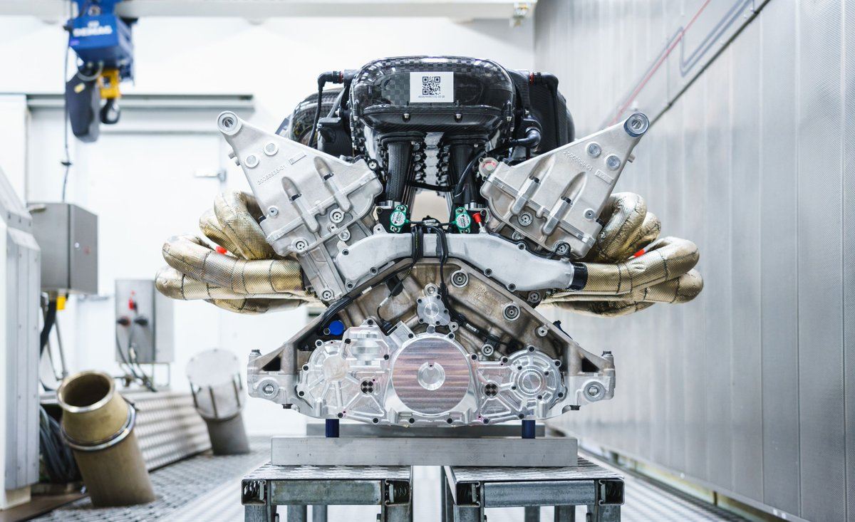 Car And Driver On Twitter Hear The Astonmartin Valkyrie S 1000 Hp