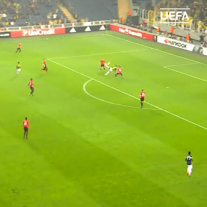 THESE goals 🤤  #UEL | #ThrowbackThursday https://t.co/akpXIgw5tr