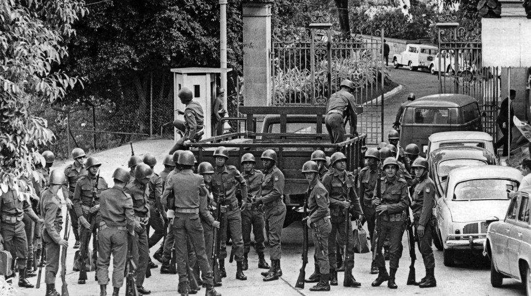 AI-5: 50 anos de uma página infeliz que manchou a história do Brasil: https://t.co/VnYBnFPbtO #AI5NuncaMais