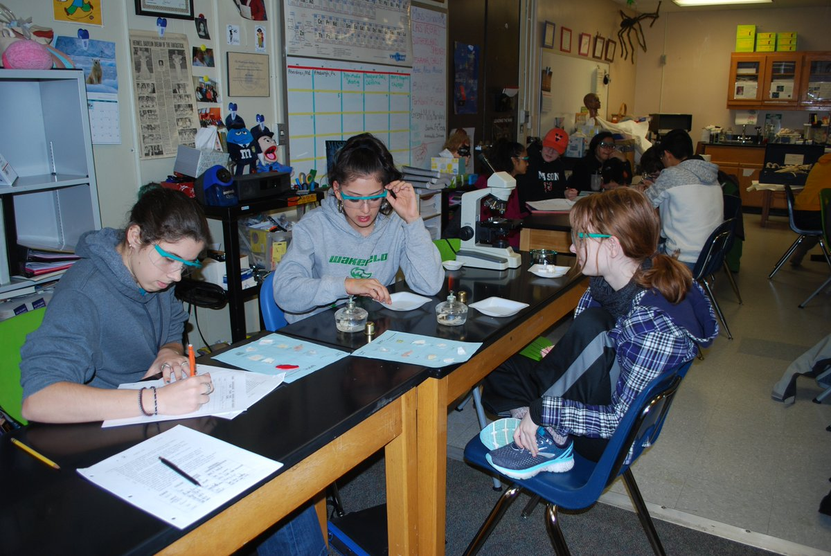 Can you tell manmade fibers from natural fibers? Yes, if you conduct a burn test! Forensic Science in action! <a target='_blank' href='http://twitter.com/APS_CTAE'>@APS_CTAE</a> <a target='_blank' href='http://twitter.com/arlingtontechcc'>@arlingtontechcc</a> <a target='_blank' href='http://twitter.com/Margaretchungcc'>@Margaretchungcc</a> <a target='_blank' href='http://twitter.com/MsBakerACC'>@MsBakerACC</a> <a target='_blank' href='https://t.co/yRnUzX3IHJ'>https://t.co/yRnUzX3IHJ</a>
