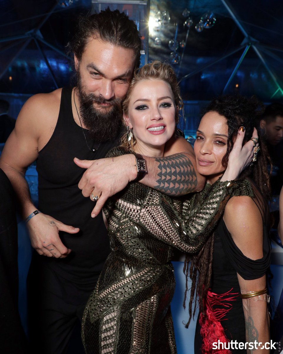 Actors #JasonMomoa, #AmberHeard and #LisaBonet pose together at the premiere of #AQUAMAN in Los Angeles shutr.bz/2EhUh4l | 📸 Eric Charbonneau/Shutterstock Daily newsletter 👉 shutr.bz/EditorialNewsl…