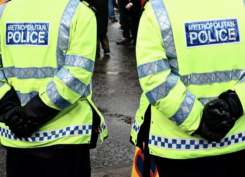 Police in #Haringey are appealing for witnesses after a 38-year-old man was left in a serious condition in hospital after a fail-to-stop collision in #WhiteHartLane on 7 Dec - call 101 referencing CAD 268/07DEC18 with information  https://t.co/YcDOcPg4IZ