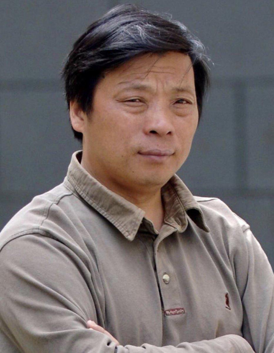 """Lu Guang ha ganado tres veces el World Press Photo por su mirada hacia lo que China no ha dejado ver durante décadas. Lleva 40 días desaparecido, detenido después de viajar a Xinjiang. Hoy lo hemos contado en @telediario_tve otro """"guardián"""" posible para una portada de Times"""