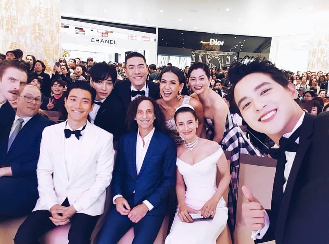 #TBT to this casual selfie at the @iconsiam grand opening in Thailand a few weeks ago! Thanks for having me out!