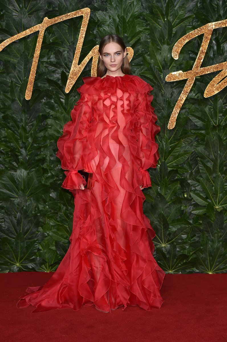 #FranSummers hit the 2018 #FashionAwards red carpet in a #ValentinoPreFall19 ruffled gown by #PierpaoloPiccioli @BFC