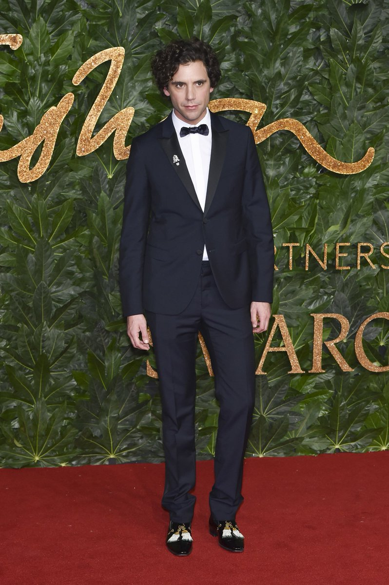 #Mika arriving at the 2018 #FashionAwards in a #Valentino tuxedo. @BFC