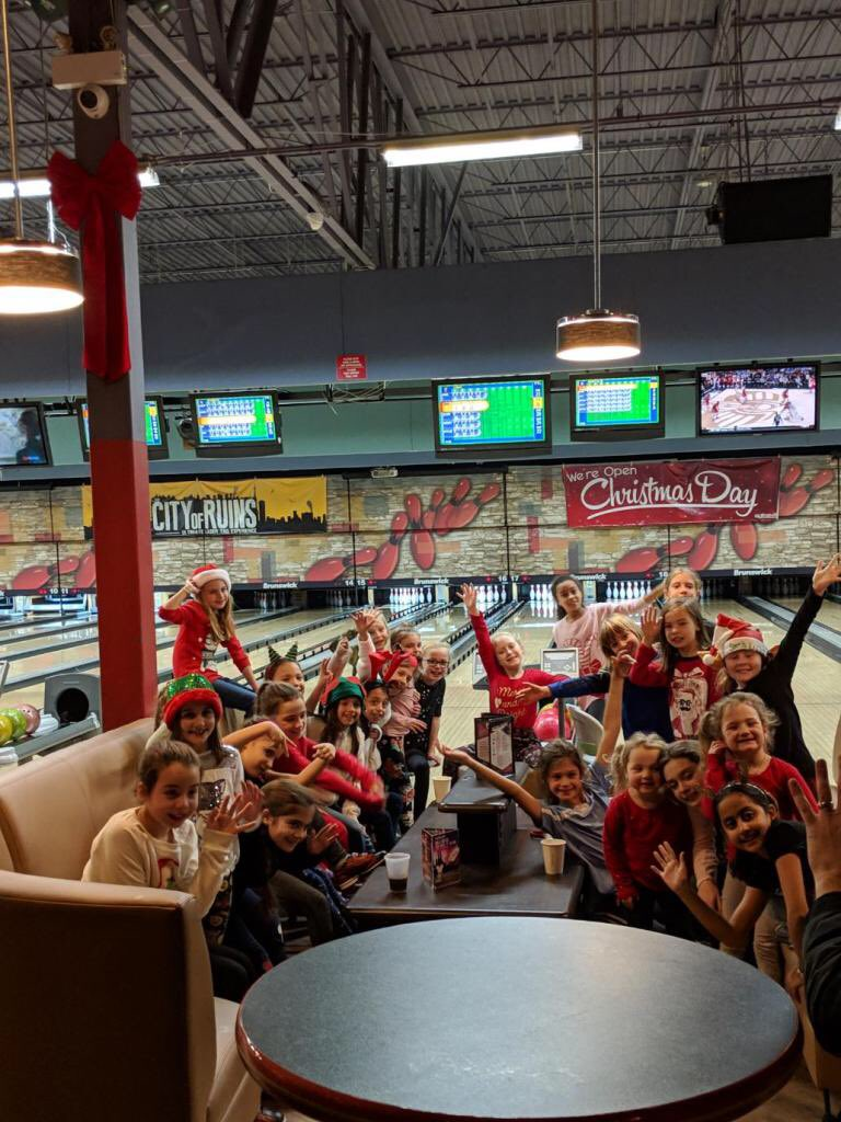 Our GU9s celebrate the holidays with a little Bowling! ⚽️ 🎳  • • • #BurlingtonBayhawks #Bayhawks #BurlingtonYouthSoccerClub #BYSC #OntarioSoccer #Soccer #Halton #Burlington #GoBayhawks