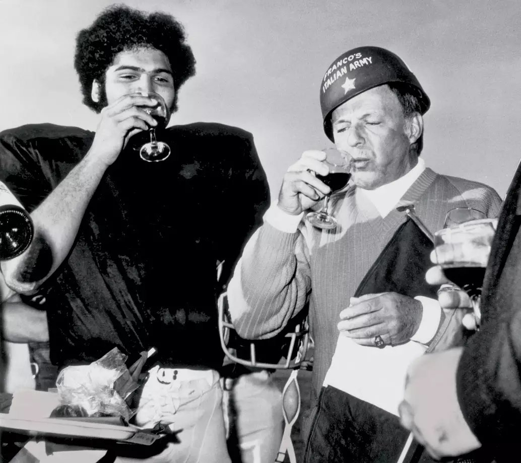 Today in 1972, Myron Cope orchestrated the enlistment of &quot;Colonel Frank Sinatra&quot; into Franco&#39;s Italian Army in Palm Springs. The Steelers were practicing for a season finale at San Diego. They&#39;d win &amp; the following week in Pittsburgh, Franco&#39;d make that Immaculate Reception. <br>http://pic.twitter.com/IqXsUB7pKm