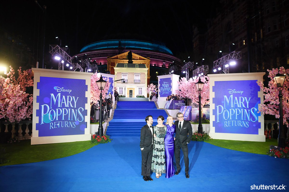 Actors #LinManuelMiranda, #EmilyMortimer, #EmilyBlunt and #ColinForth pose together at the premiere of #MaryPoppinsReturns + more photos of the day shutr.bz/EditorsPicks | 📸 EPA-EFE/Shutterstock