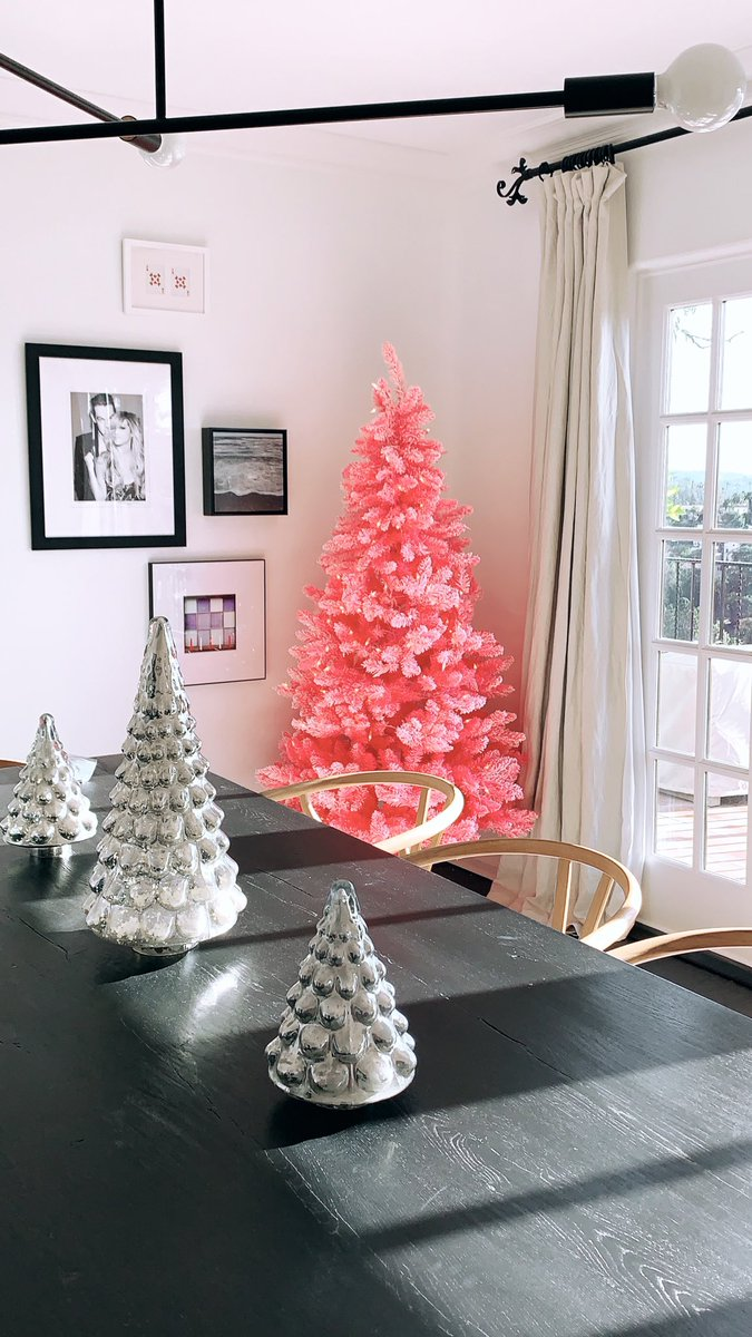 RT @ashleytisdale: Color me pink... I love this tree! 💕 #TisTheSeason https://t.co/lMXzAIeciM