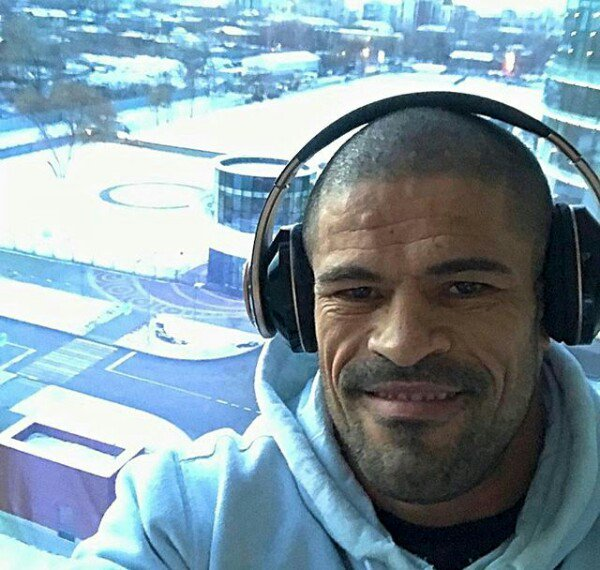 #RCC5 Yekaterinburg:  The  Brazilian contingent have arrived in the Urals for Saturday&#39;s RCC 5 event.  Rousimar Palhares (19-9-1) Geronimo dos Santos (41-20-1) Thiago Silva (21-7) Diego Brandao (23-13) Francimar Barroso (21-7-1) <br>http://pic.twitter.com/tywq7sZlLM