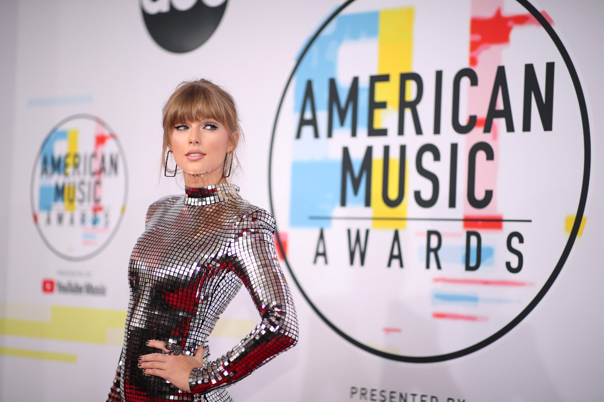 Happy birthday to the 2018 #AMAs Artist of the Year, @taylorswift13 <br>http://pic.twitter.com/g3qA7glsSP