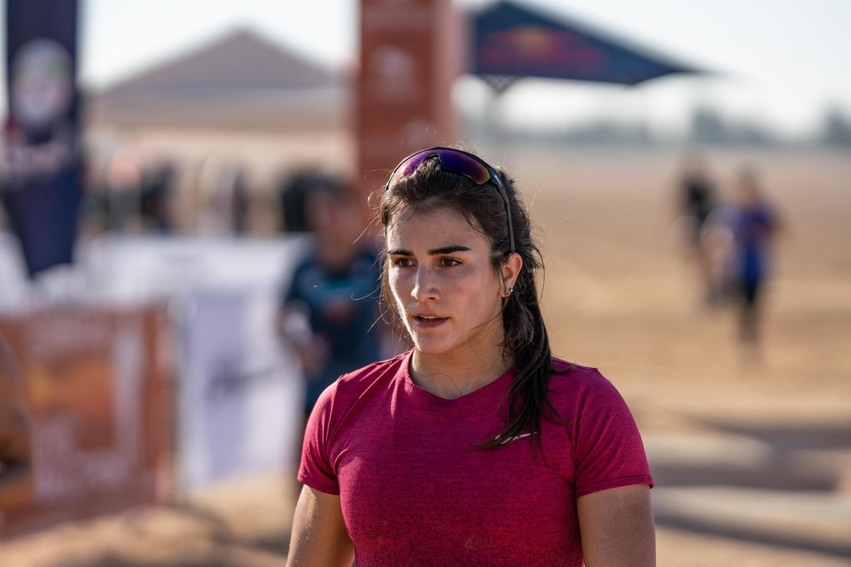 """My face says it all. 🙄 Everyone kept asking was the desert run harder or easier last year? My answer... """"I honestly can't remember. It all felt the same. 🤷🏻♀️"""" Another great day with the team! Now time for some barbell fun inside the tennis stadium. 🏋🏻♀️ ⠀⠀⠀⠀⠀⠀⠀⠀⠀ #DCC"""