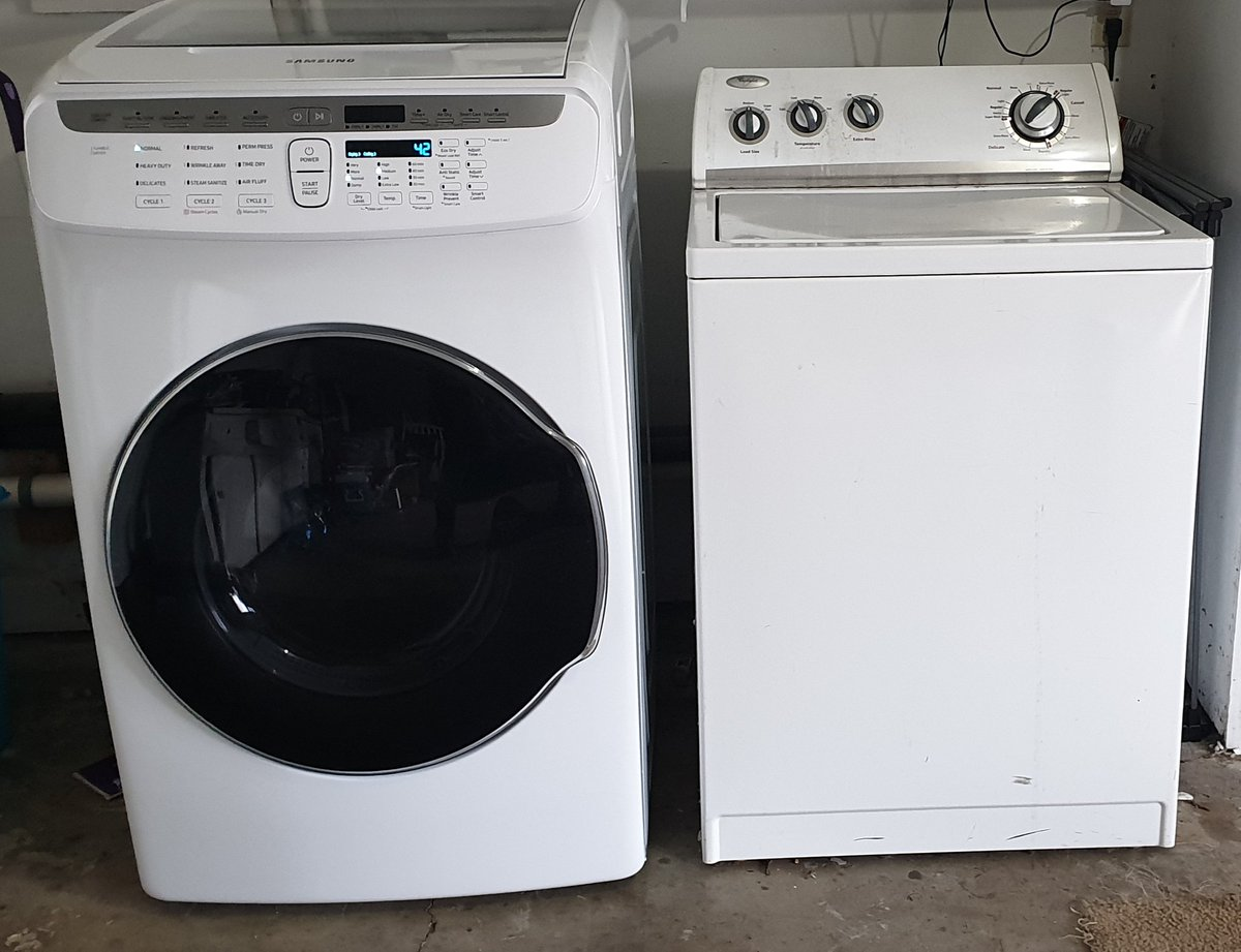 I&#39;m in no place to judge but it looks like the dryer settled in this relationship.  Just got a new dryer since mine died. This flex dry is so cool and I can control it from my #GalaxyNote9 #Samsunglife<br>http://pic.twitter.com/g8xuKFtggT