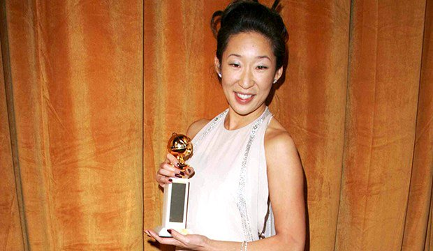 #GoldenGlobes co-host and nominee @IamSandraOh felt like someone set me on fire after her win for #GreysAnatomy way back in 2006 [WATCH] goldderby.com/article/2018/s…