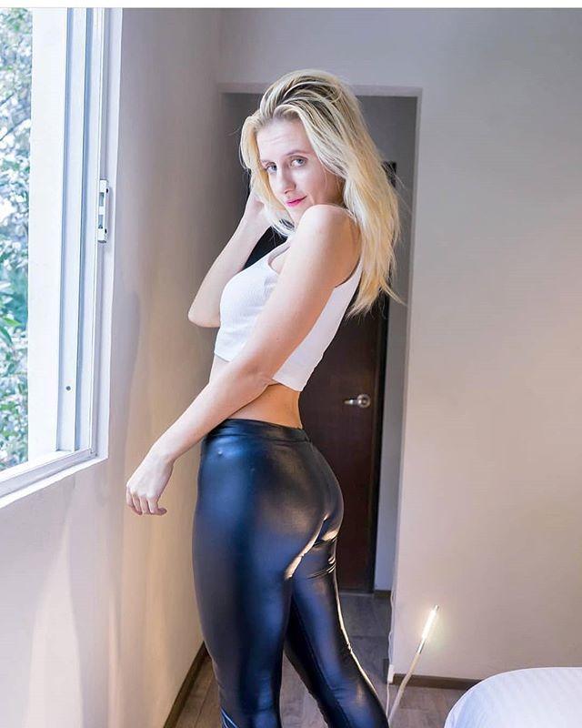 Sexy black booty fucked