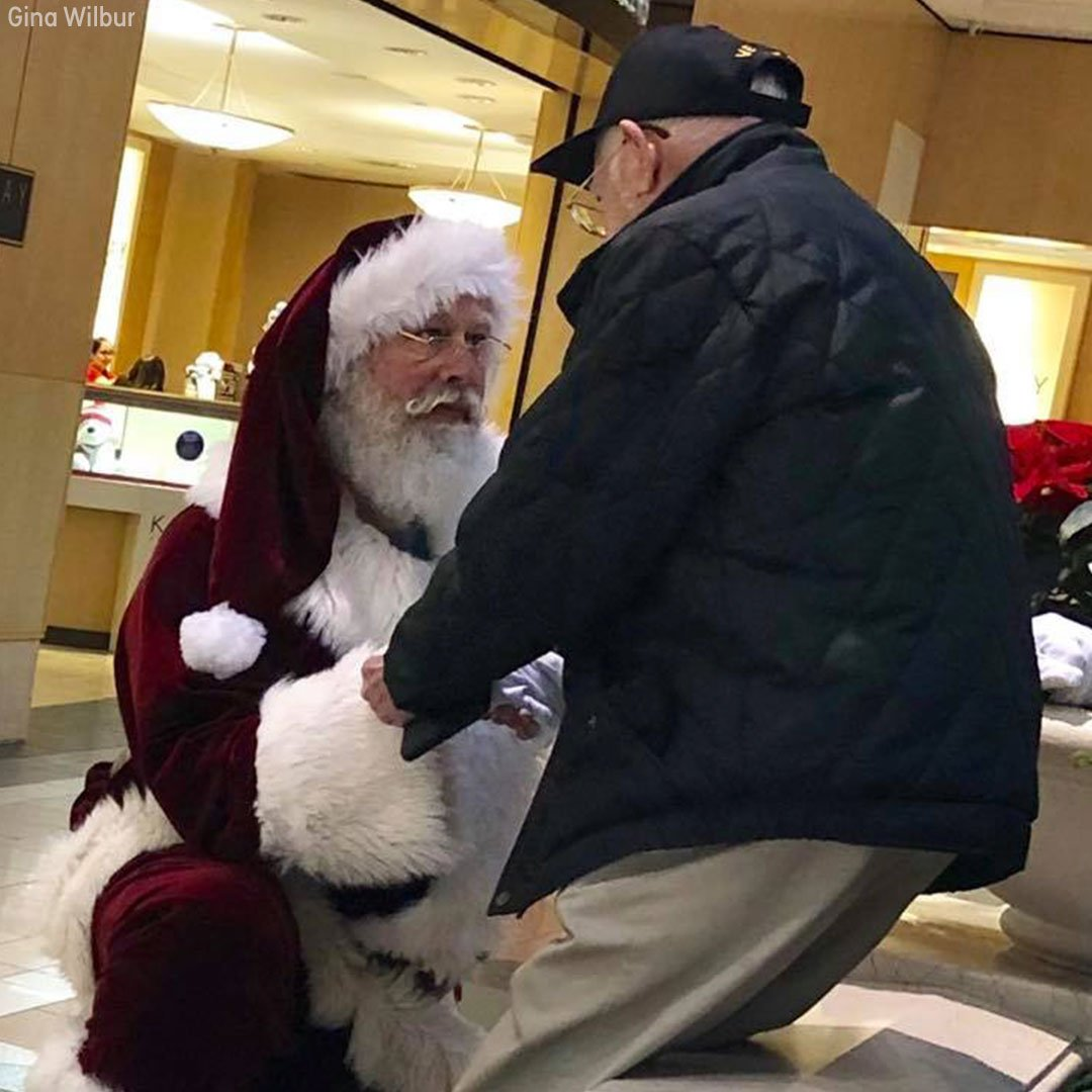 Mall Santa Claus kneels before World War II veteran, says Christmas is about 'sharing gratitude' https://t.co/4HMWpMYfv7