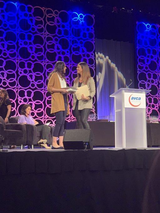 RT @UISVolleyball: Congrats 🎊🍾🎉 to coach @sarah_bond16 on winning the #momentsthatmatter award for the AVCA!!! She's a 💫 🌟!! #wearestars💫 h…