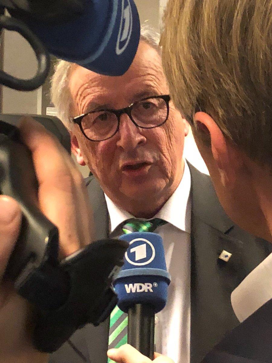 """#Juncker nach dem Gipfel im Gespräch mit @ARDBruessel: """"Ich kann nicht ausschließen, dass wir uns im Januar noch mal treffen müssen. [...] Das ist nicht meine Arbeitshypothese. Aber in Europa kann man ja nie was ausschließen - auch Unvernünftiges nicht."""" #Brexit #Euco #May"""