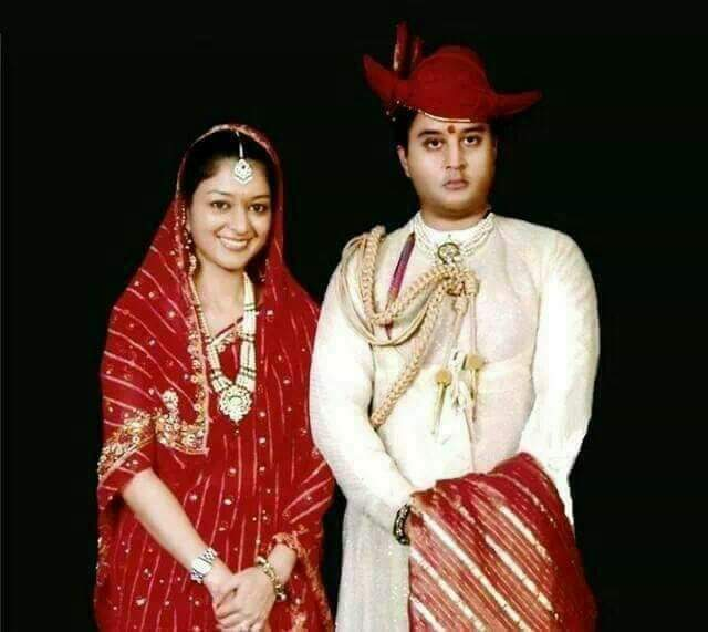 श्रीमन्त महाराज ज्योतिरादित्य सिंधिया जी एवं उनकी जीवनसंगिनी महारानी प्रियदर्शिनी राजे सिंधिया जी को 24 वी वैवाहिक वर्षगाँठ की हार्दिक शुभकामनाएं💐💐