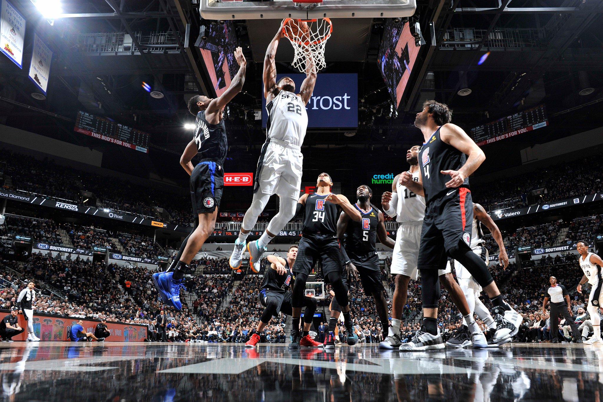 Rudy Gay entrando a canasta en el partido frente a Clippers (Foto: San Antonio Spurs).