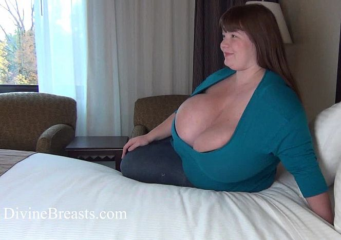 Lexxxi Luxe Overflowing #bigtits see more at https://t.co/0D638SYA1r https://t.co/9W1MH4tiSP
